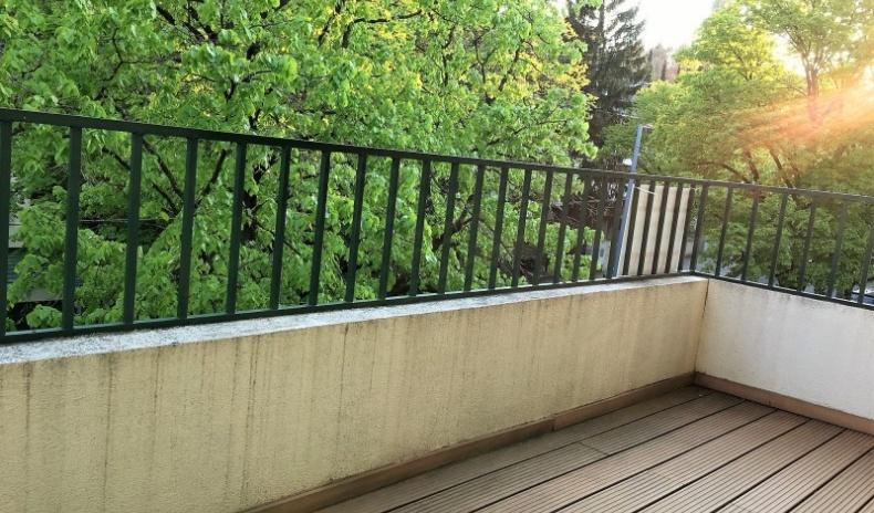 Balkon mit Grünblick