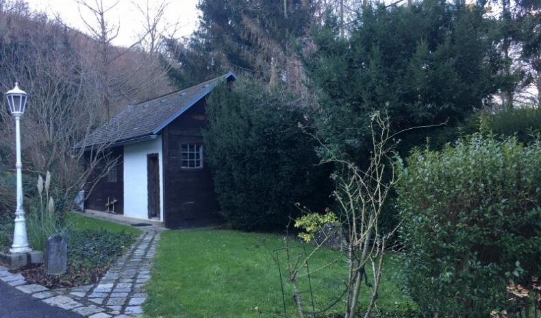 Nebengebäude im Garten
