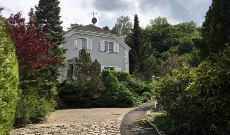 Haus und Zufahrt